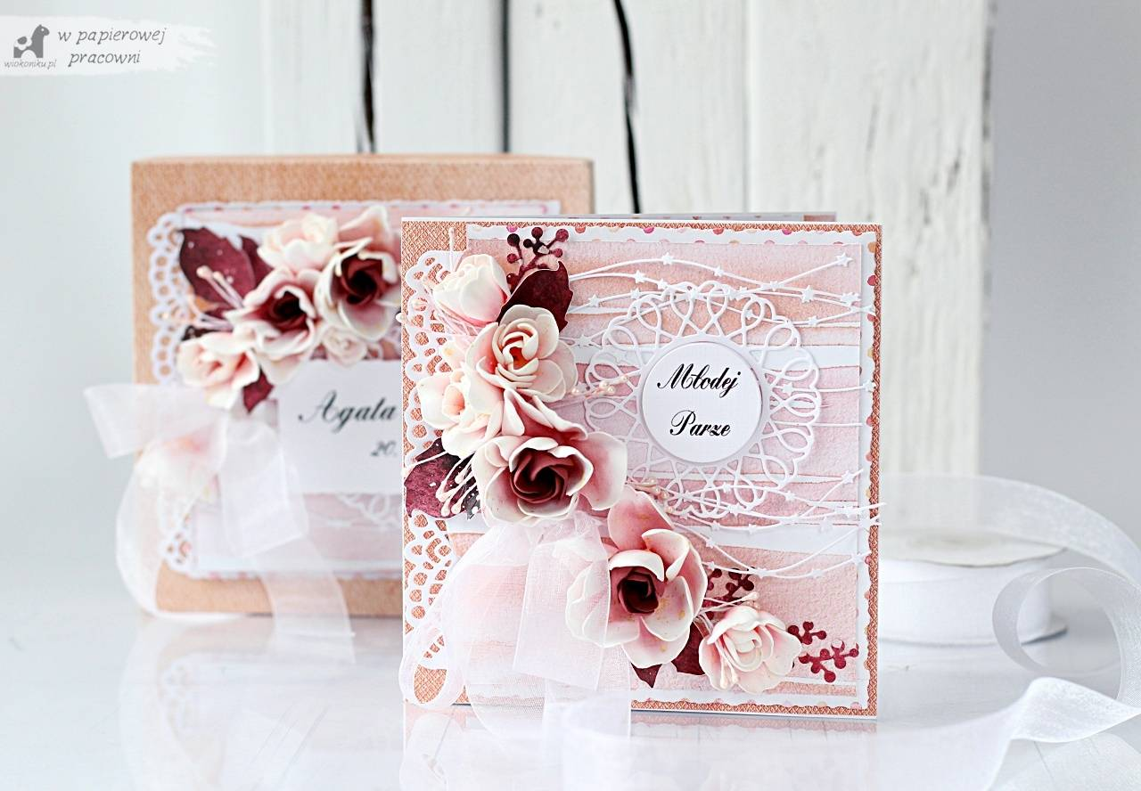 Klasyczny zetaw ślubny - kartka w pudełku z bukietem z foamiranu.
