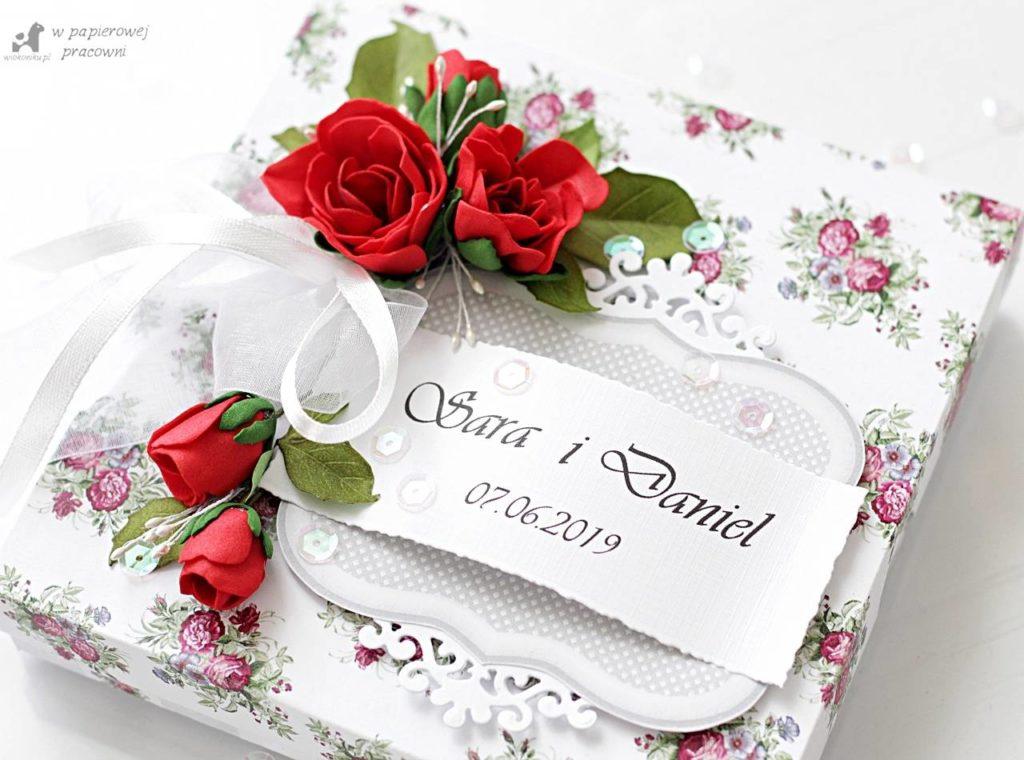 pudelko na kartke slubna z bukietem czerwonych roz