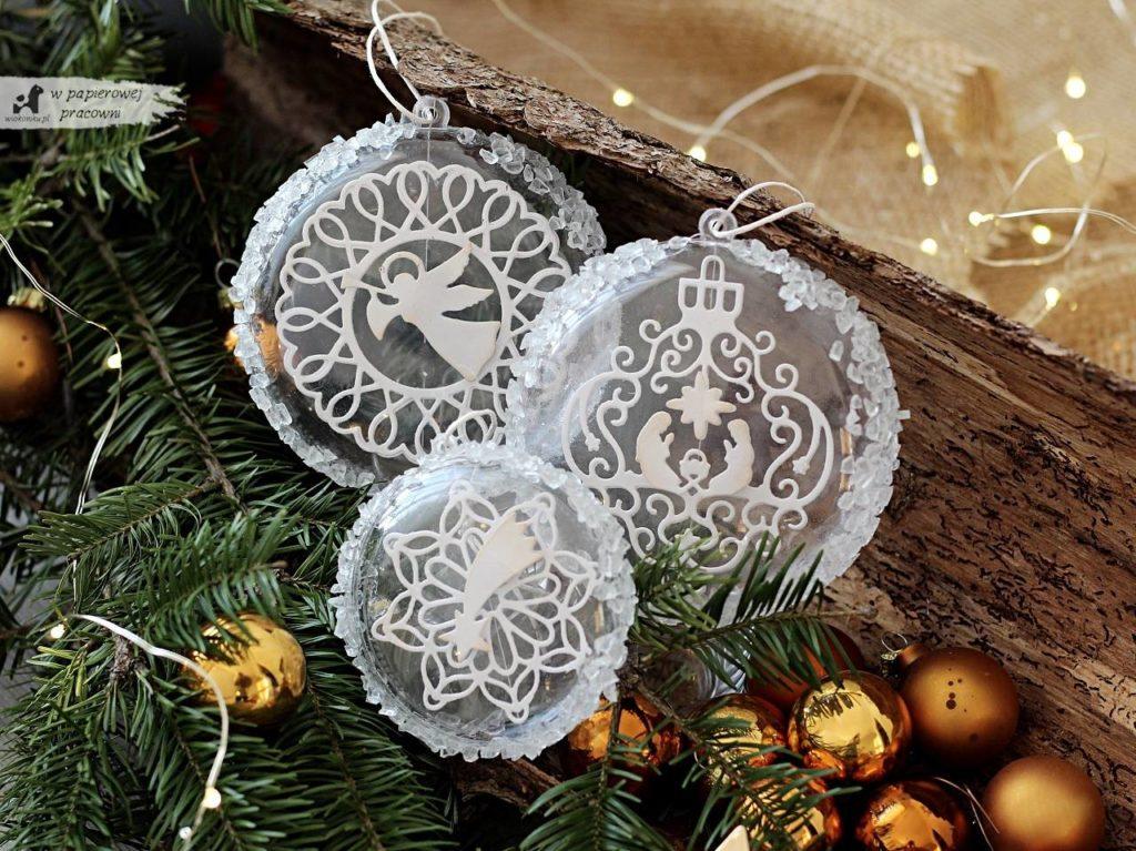 Ażurowe bombki świąteczne z kryształkami lodu