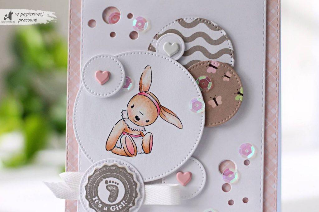 Kartka z kolorowanym stemplem dla dziewczynki.