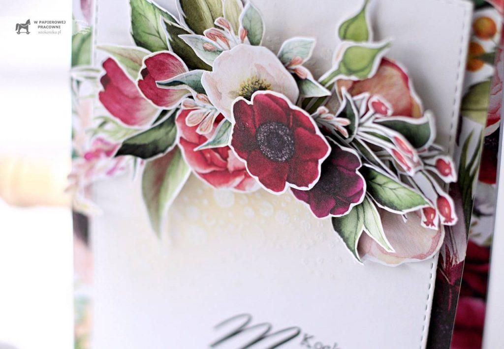 Bukiet kwiatów układany warstwowo w zbliżeniu