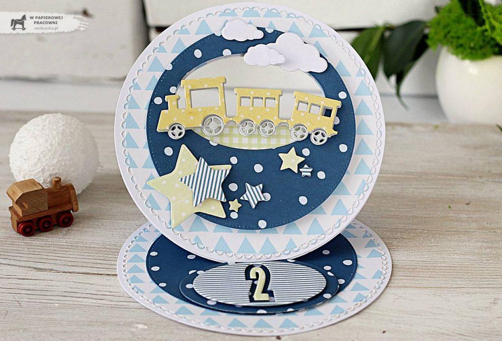 Kartka sztalugowa - prezent na drugie urodzinki chłopczyka z żółtą ciuchcią