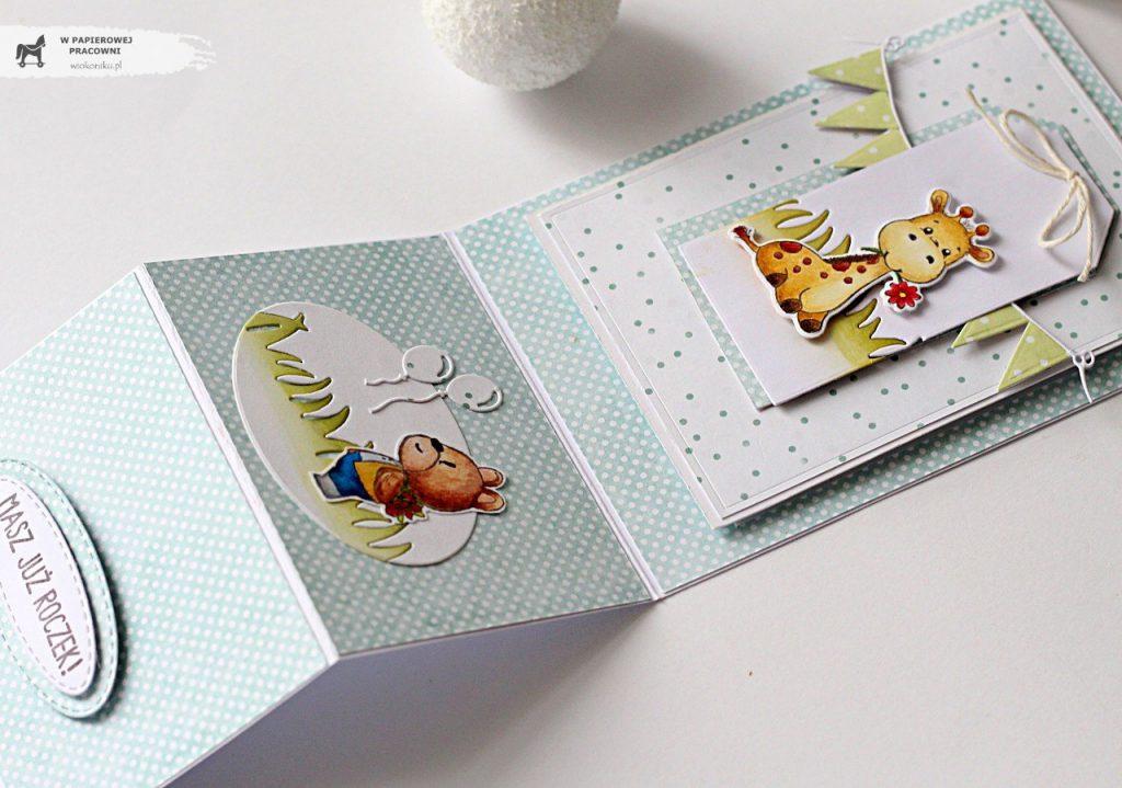 Kartka sztalugowa z żyrafą z okazji roczku - środek kartki po rozłożeniu