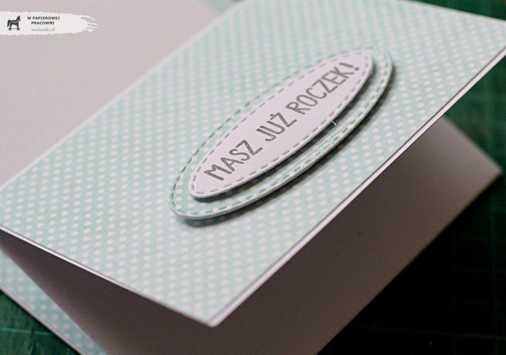 Zbliżenie na ogranicznik w nietypowej kartce sztalugowej.