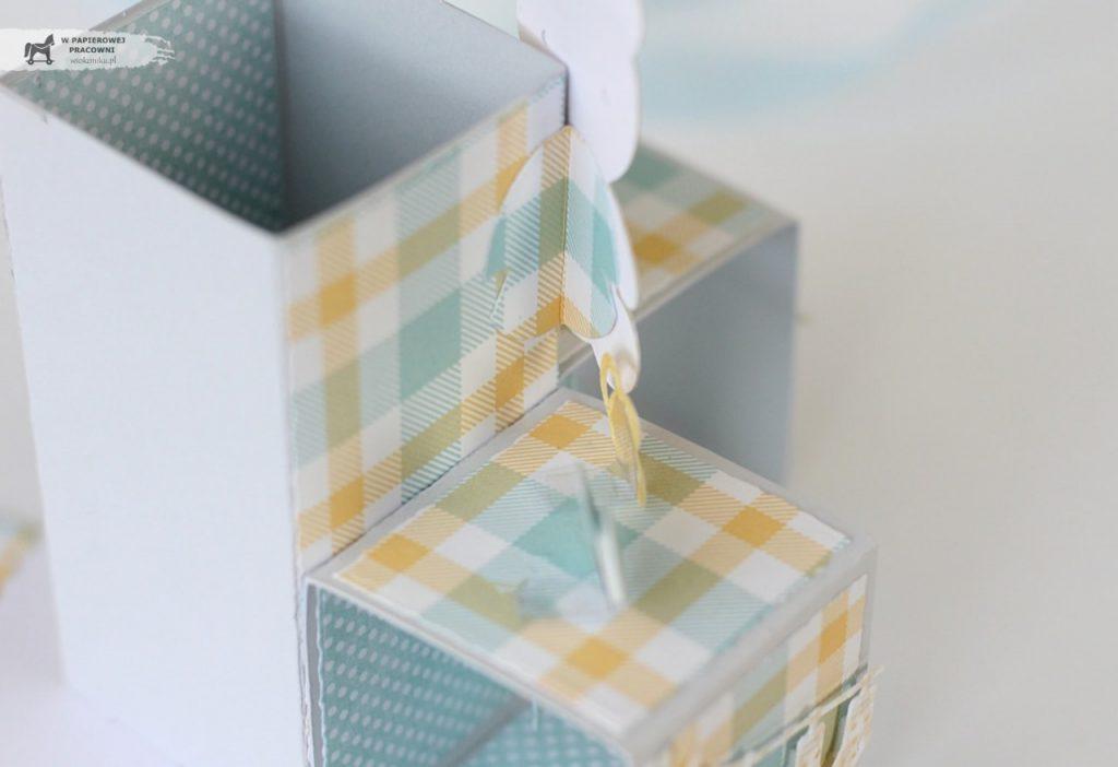 Kurs na kartkę Triple Pop Up Cube - mocowanie elementów dekoracyjnych