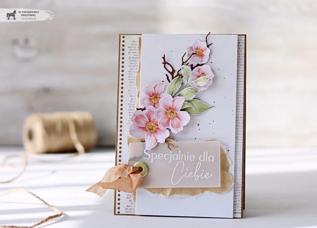 Wiosenną kartkę z kwitnącą gałązką na każdą okazję.