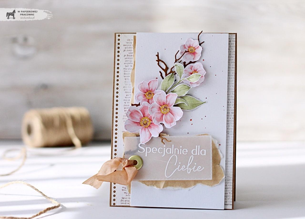 Kartka z kwitnącą gałązką na każdą okazję