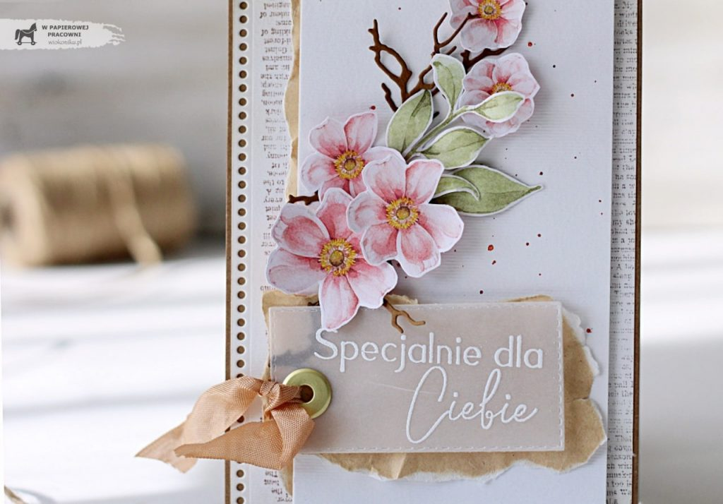 Wiosenną kartkę z kwitnącą gałązką