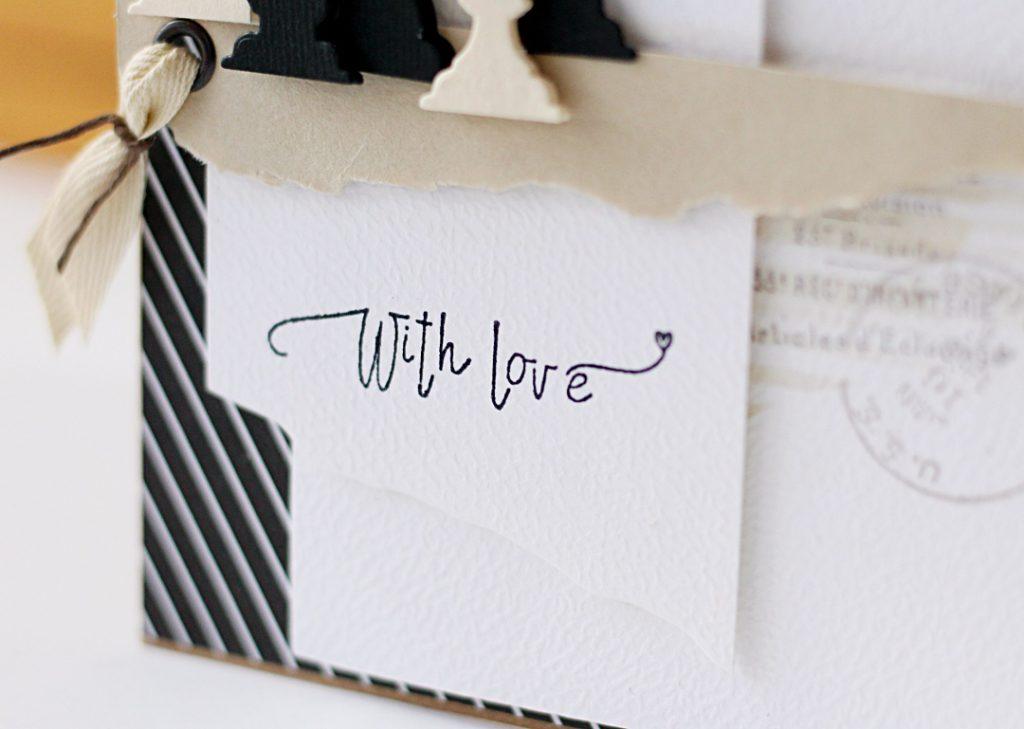 Zbliżenie na główny napis na kartce uzyskany ze stempla